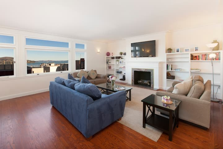 Spectacular 3bd. Apt w/ Panoramic Views of The Bay