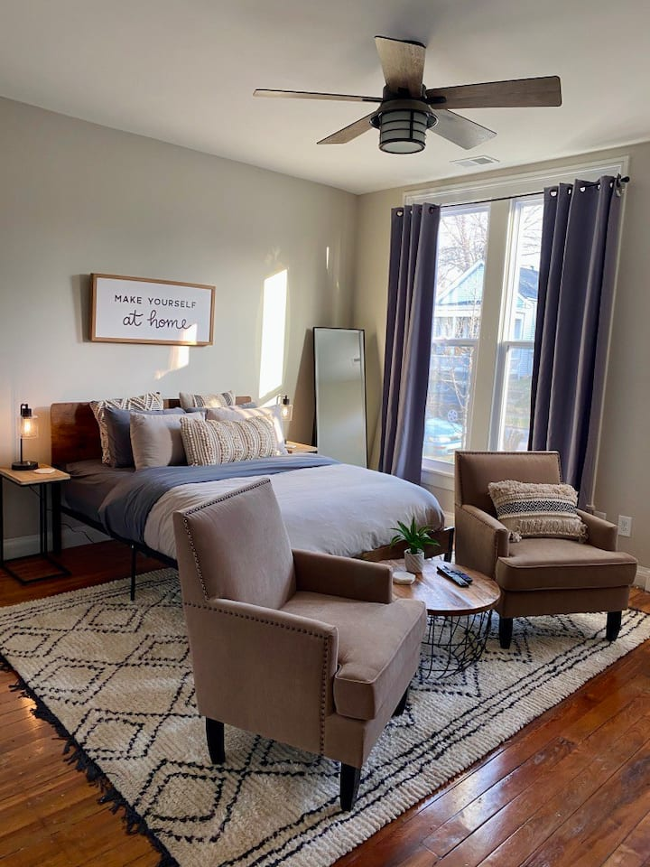 Heart of Germantown Newly Renovated Historic Apt!