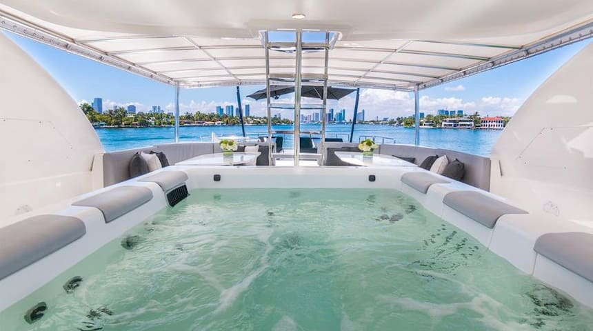 110' Horizon w/Hot Tub on FlyBridge in Miami!