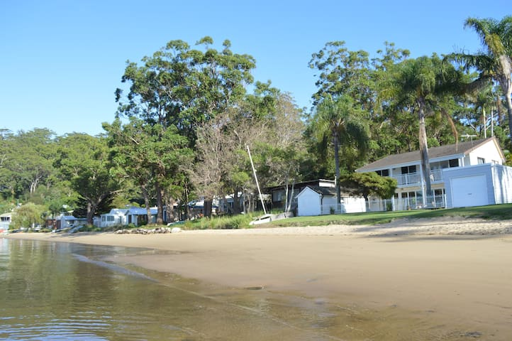 The Beach House - Dangar Island - Hus