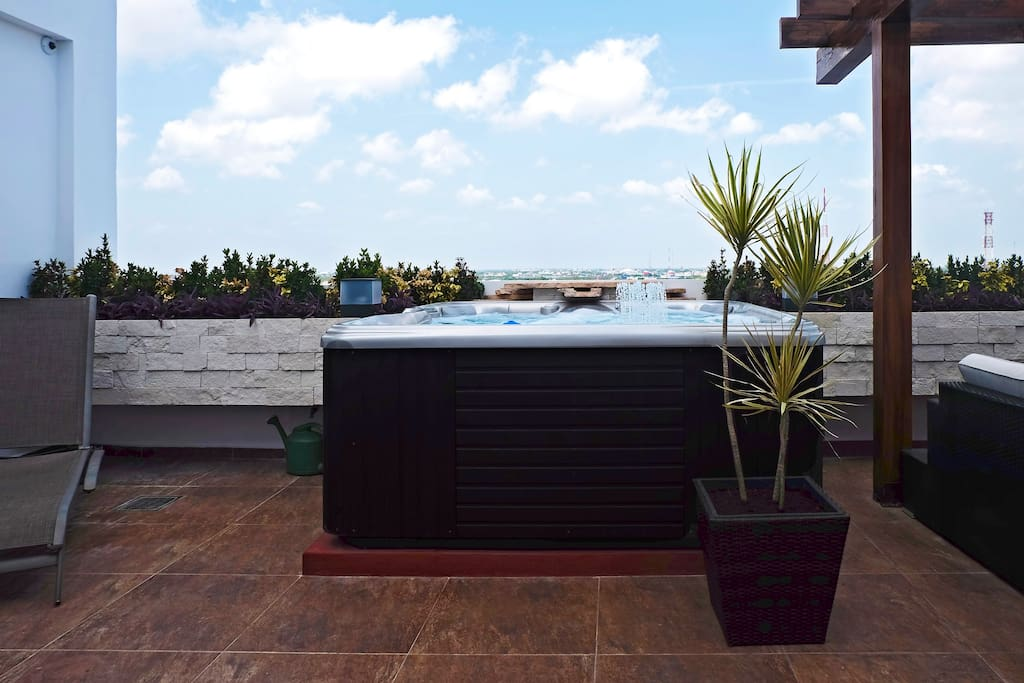 Hot tub and plenty of space to enjoy the Mexican sun.