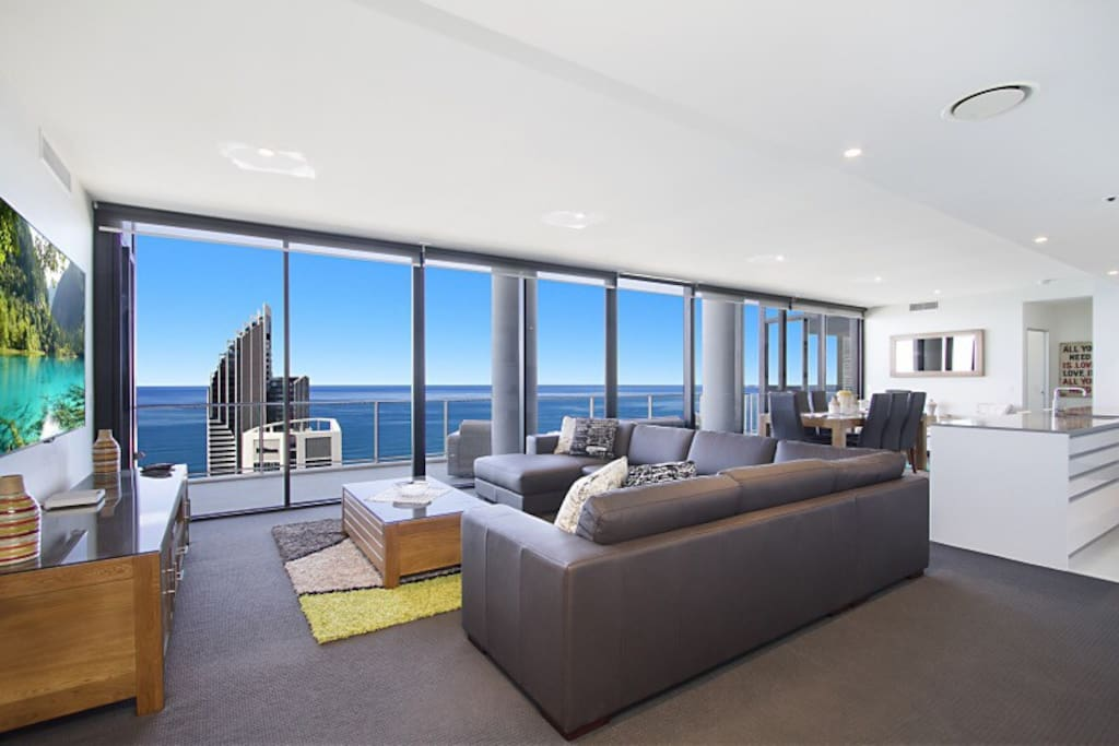 Panoramic Ocean and City Views, 67 levels above Surfers Paradise