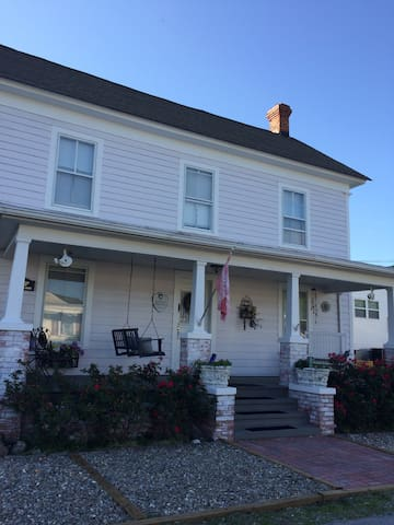 Charming historic waterfront home - Swansboro