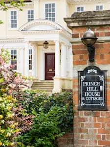 Polly's Prince Hill Penthouse (4/5) - Worton, Devizes