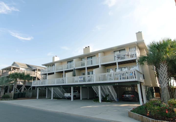 McGraw-Luxurious oceanside condo just steps from the beach