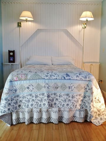 The Cottage Room at Garden Gate B&B