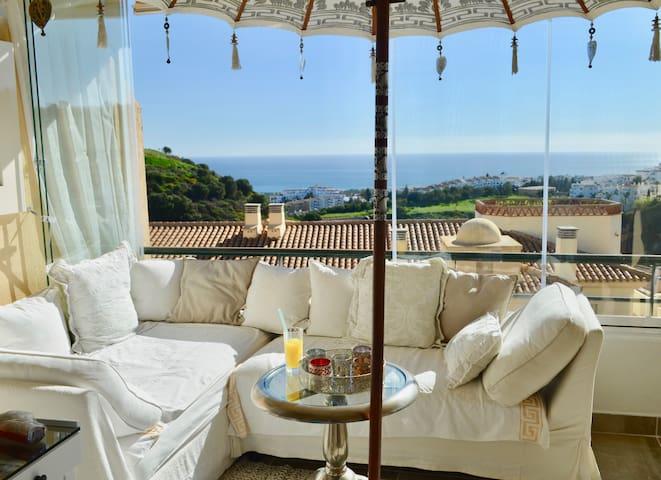 A paradise with sea view to the coast of Afrika - Sitio de Calahonda - Aamiaismajoitus
