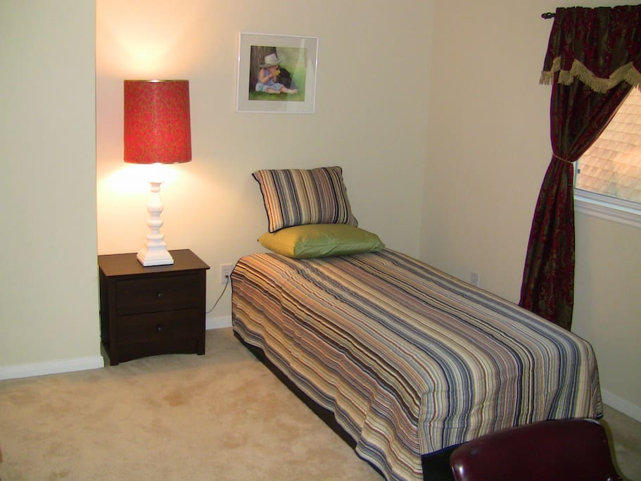 Ideal for college students houses for rent in pearland for Bedroom furniture 77584