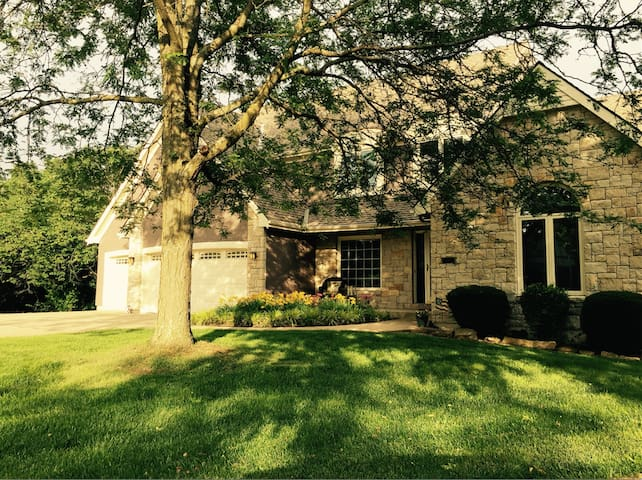 Large home, great location - Shawnee - Hus