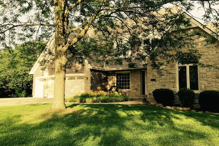 Large home, great location - Shawnee