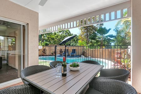 3 Bed 3 bathroom villa with Pool v23 - Palm Cove