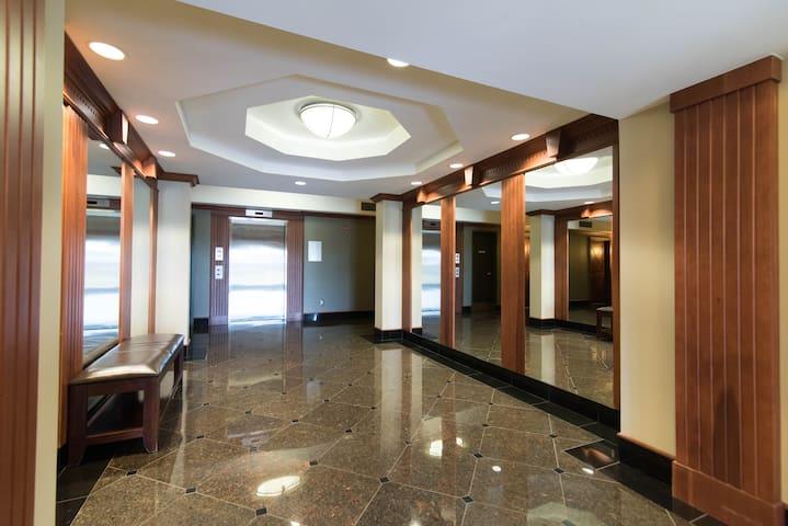 Charmant condo récemment rénové avec stationnement - Ottawa - Appartement en résidence