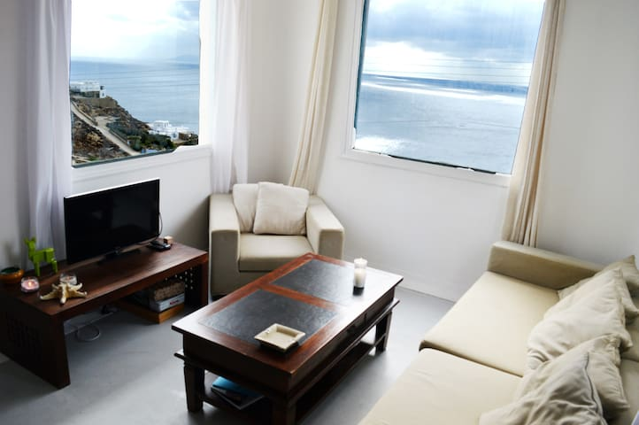 Super Paradise beach house can host 16 person