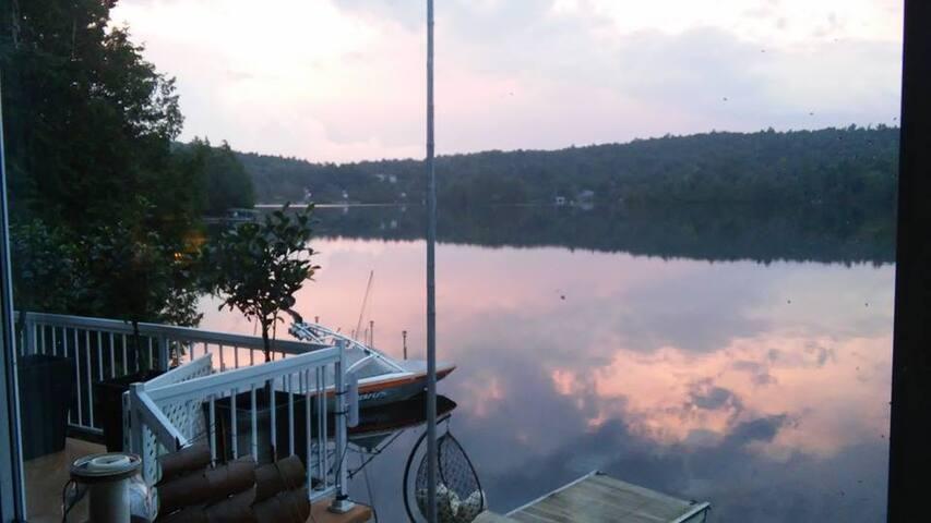 Lakefront Cottage on Beautiful Lake - Wentworth