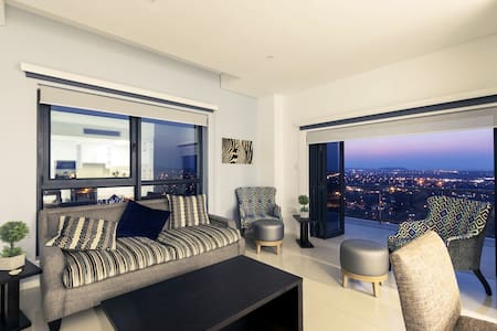 24th Floor Luxury Apartment with Majestic Views