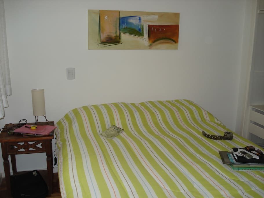 Suite casal cama box QUEEN, ar condicionado e banho com dois chuveiros