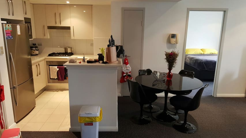 Modern, Perfect Central location - Waterloo - Apartment