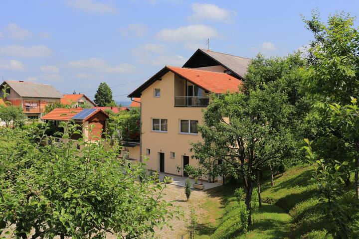 Room with balcony Slunj (Plitvice) (S-17502-b)