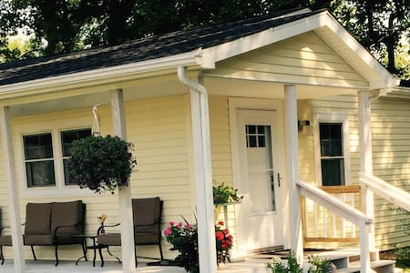 Beautiful  Cozy Cottage - Gaylordsville