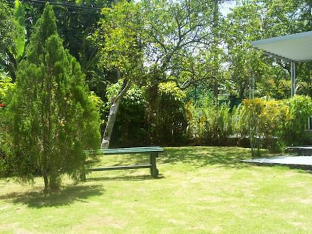 Getaway Cottage (Beautiful  3 bedroom home rental) - Buff Bay - Casa
