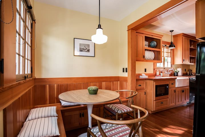 Classic Bend farmhouse cottage. Custom woodwork with locally sourced materials, careful attention to each detail. Fully equipped for cooking at home. Lovely views to private backyard.