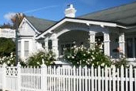 Ashton Gate Guest House - East Launceston - Bed & Breakfast