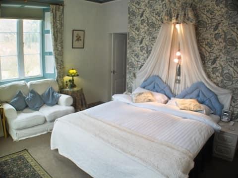 King-Luxury-Ensuite with Bath-Park View-Eden