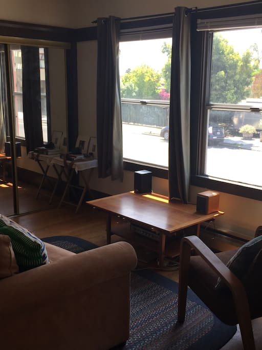 Sunny One Bedroom Near Ashby Bart Apartments For Rent In Oakland California United States