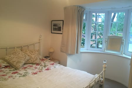 Close to Tatton Park - Appartement