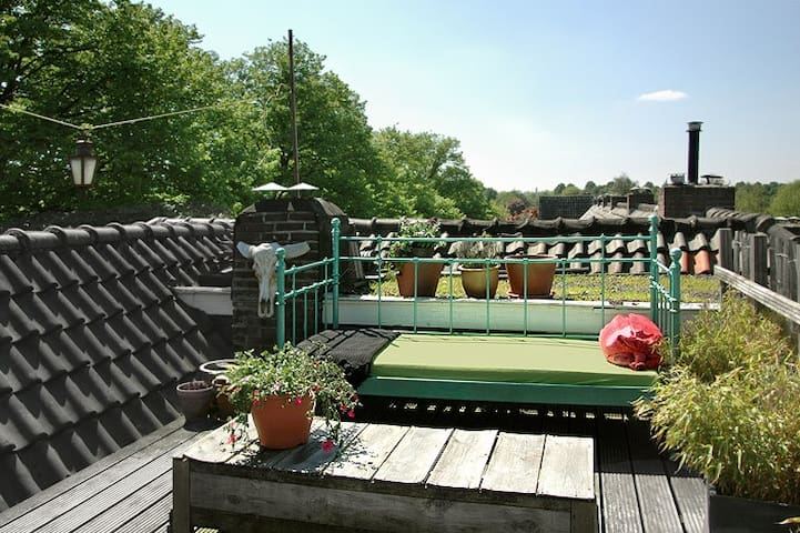 Enjoy your own, private roof terrace with views on the city, Strijp-S and the park.
