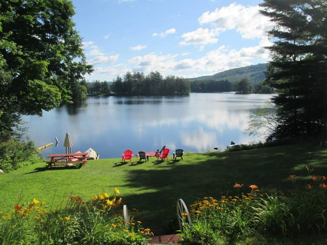 Adorable Lakefront Cottage, Kayaks, Gorgeous Views
