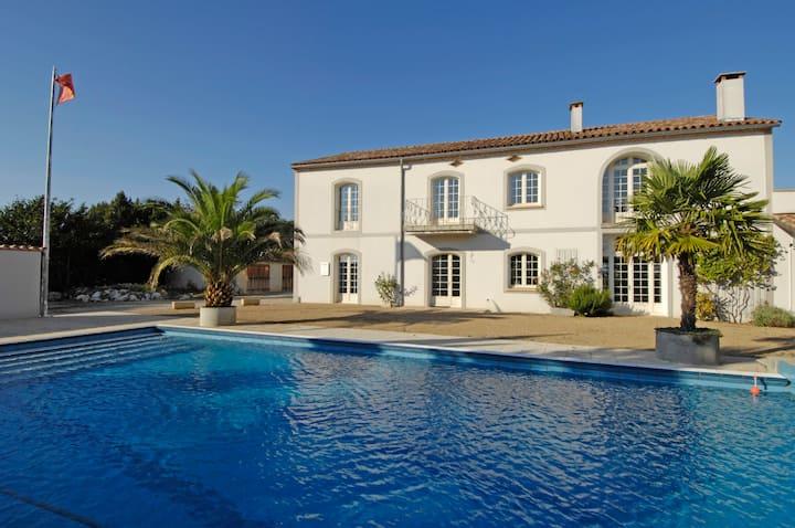 "Holiday chalet ""Le Carla"" big pool, sauna, france"
