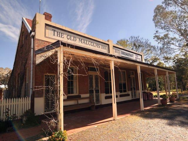 Old Malcolms Inn - Stuart Mill - House