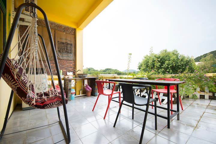 CANG ZANG Time Youth House, big bed room in F3 - Zhuhai - Villa