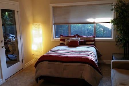 Modern 1st Floor Suite DT Kirkland