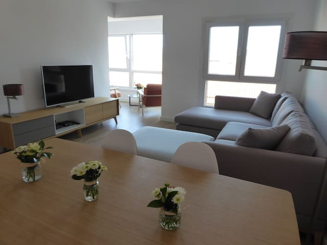Stunning, newly renovated apartment - Zarautz - Apartment