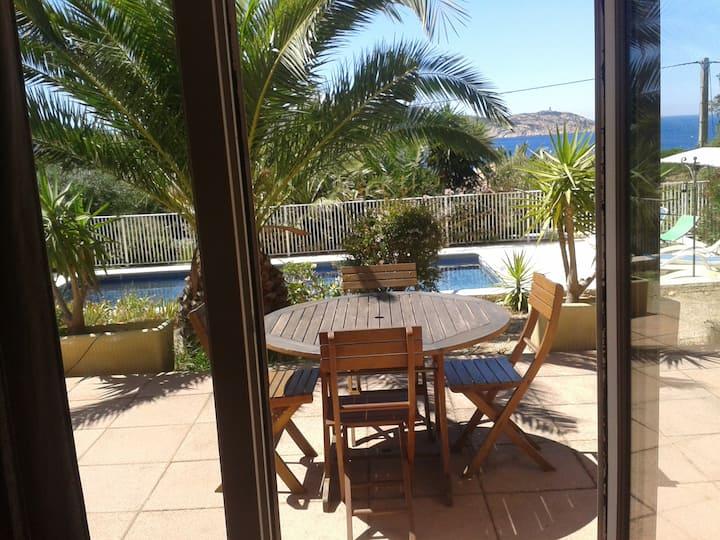 Agréable 2 pièces à Calvi dans Villa avec piscine