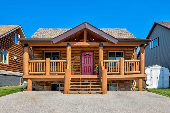 Whispering Pines Cabin w/Pool, Lake & Golf Access!