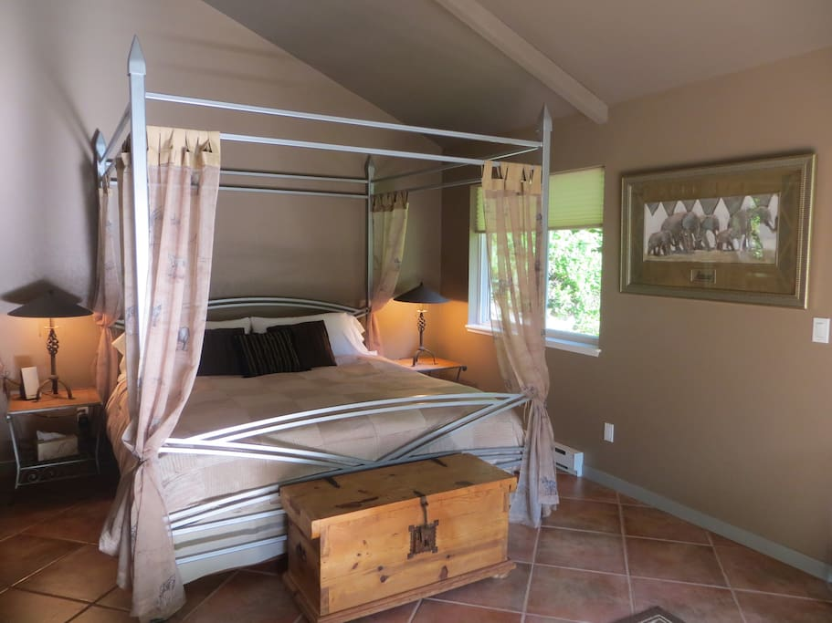 Super comfortable king size four poster...