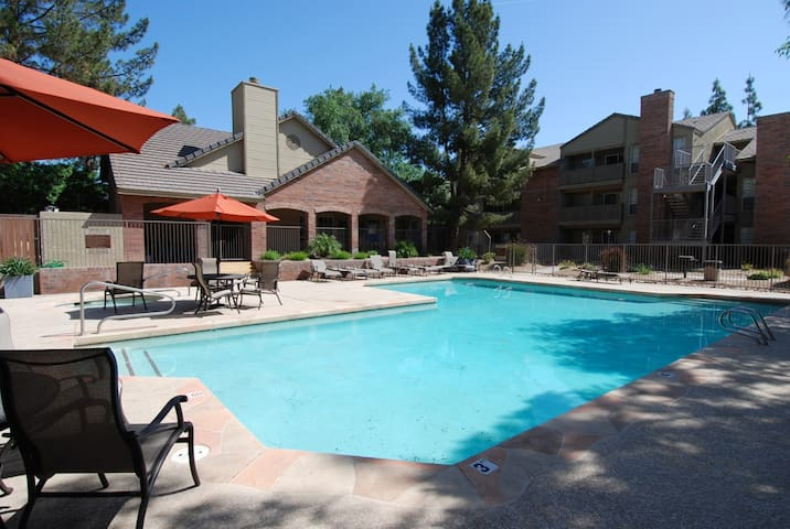 Tempe Condo close to ASU, US-60, lots of entertainment and golf courses! - Tempe - Lägenhet