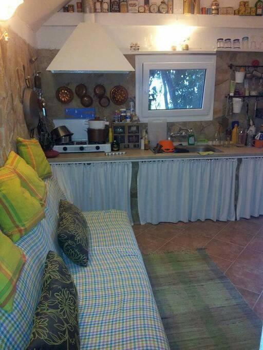 Die Traditionele voll ausgestattete Wohnküche