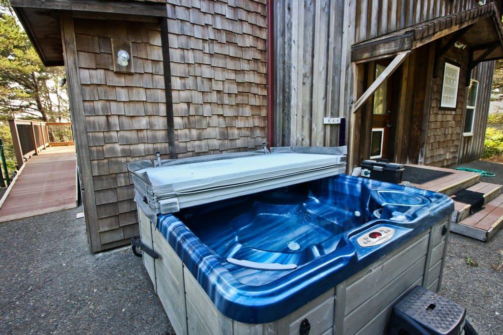 Semi-private hot tub