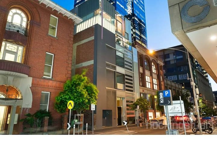 2BR Flinders Lane- Home away from Home