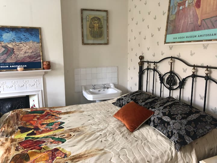 Comfortable double room in a house with bathroom