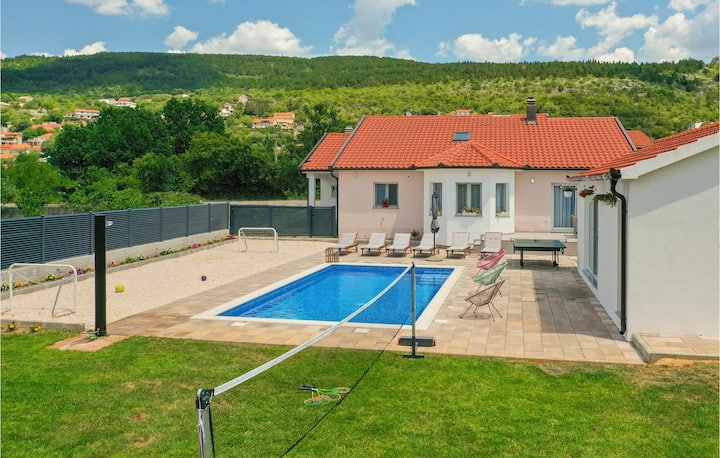 Awesome home in Donji Prolozac with WiFi, 4 Bedrooms and Outdoor swimming pool