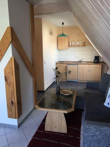 Gemütliche Wohnung mit Außensitzecke am Teich - Daire