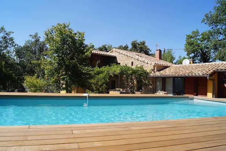 Mas des Lauzes - piscine et nature - Soumont