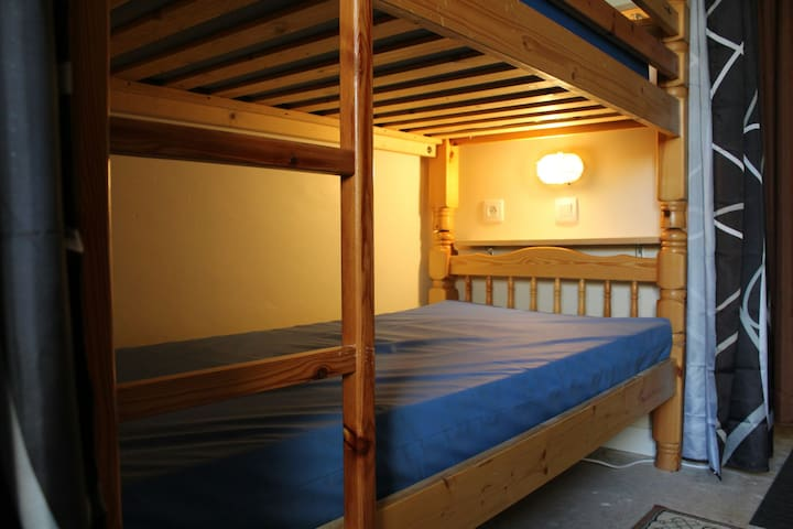 Hostel style Single BED ONLY in shared rooms #1