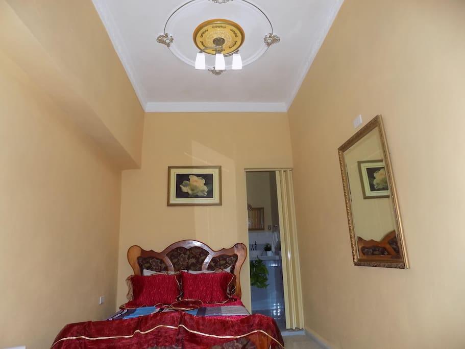 Habitación matrimonial, con baño privado.