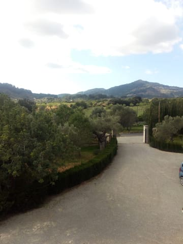 Holiday Home Cas Mestre with Mountain View, Wi-Fi, Garden, terrace & Pool; Parking Available